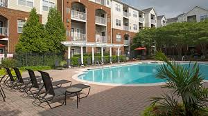 Home Plans With A Courtyard And Swimming Pool In The Center Skyline Towers Apartments In Baileys Crossroads 5599 Seminary Rd