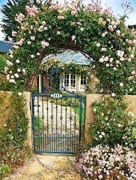 portails de jardin portail au fond du jardin
