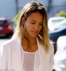 photos of short hair for someone in their sixes jessica alba debuts short bob hairstyle daily mail online