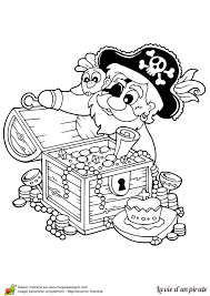 dessin à colorier d u0027un vieux pirate découvrant un coffre aux