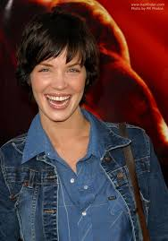 hairstyles to cover ears ashley scott hairstyle short halfway the nape hair that covers