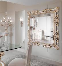 Cute Design of Wall Mirror with Gold Frame in Square Shape