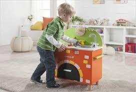 cuisine enfant 18 mois cuisine enfant en bois cuisinière avec four everearth cuisines
