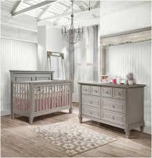 babyzimmer grau wei wandgestaltung babyzimmer grau weiss einrichtung holz dachzimmer