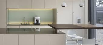 glaspaneele küche küche in schleiflack cappucino und nussbaum natur