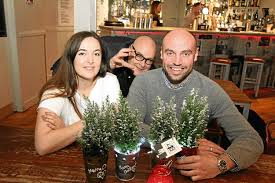 dundee bar urges customers to pinch its christmas trees all in
