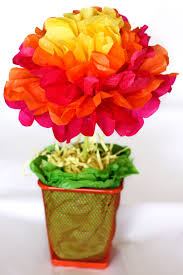 one crafty mama easy tissue paper flower centerpieces tutorial
