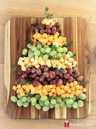 how to make a christmas tree platter made of grapes and cheese
