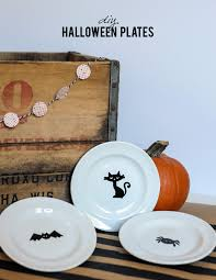halloween cups and plates 16pc ciroa luxe halloween skull crossbones dinnerware set gold