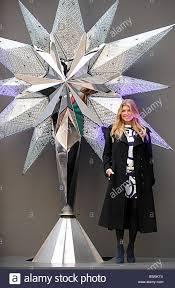 fergie unveils swarovski u0027s 2008 rockefeller center tree topper