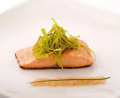 cuisiner le gingembre recette cheveux de poireau sur saumon beurre au gingembre plats