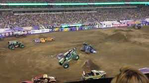 grave digger monster truck 30th anniversary monster jam grave digger freestyle metlife 2015 youtube