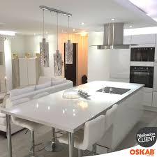 cuisine ilot central cuisson cuisine blanche sans poignée ipoma blanc brillant cuisine ouverte