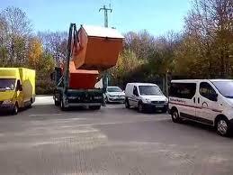 container fã r polterabend lkw fährt container weg