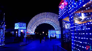 christmas light show los angeles six flags magic mountain holiday in the park light show dc universe