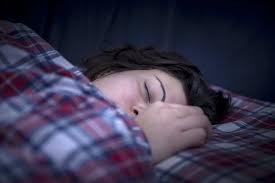 schlaf 6 gründe warum du im bett auf links drehen solltest watson