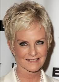 coupes cheveux courts jolies coupes de cheveux pour femme de 50 ans