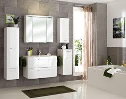 bathroom showrooms with many bathroom stuff latest home decor