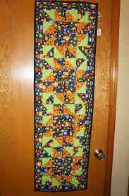 halloween table runners newby quilts