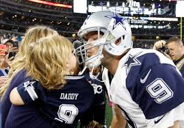 tony romo gets a luck from his hawkins before taking