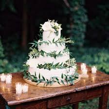 wedding cake greenery rustic wedding cake with greenery weddinggawker