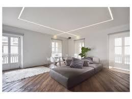 tappeto a pelo lungo sedie moderne tappeto a pelo lungo bianche divano di pelle tavolo