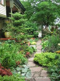 what kind of mulch should i avoid for vegetable garden paths