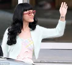 katy perry u0027s got dame edna specs appeal in a pair of flamboyant