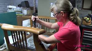 Upholstery Training Courses Upholstery Training Tracy Learning To Use A U0027klinch It U0027 Tool