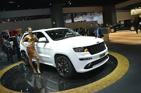 jeep girls paris motor show girls u2013 jeep grand cherokee
