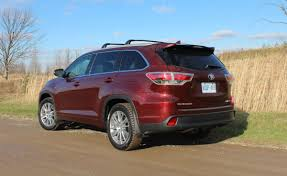toyota highlander vs nissan pathfinder no surprise 2015 toyota highlander won best new suv here u0027s why