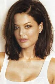 womans short hairstyle for thick brown hair best 25 dark hair bobs ideas on pinterest highlights on dark