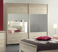 armoire chambre adulte pas cher armoire adulte contemporaine portes coulissantes chêne clair