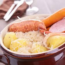 cuisine alsacienne traditionnelle recette choucroute traditionnelle alsacienne