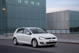 volkswagen golf 1 0 tsi bluemotion debuts with 3 cylinder turbo
