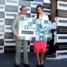 shoppers stop gift card 10 photos shoppers stop gift card launch pictures images 225395