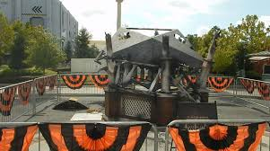 pictures sneak peek at the props of halloween horror nights 2015