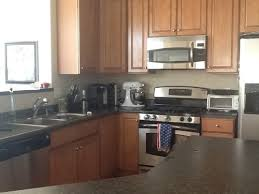 what color tile goes with brown cabinets what color backsplash goes with medium brown cabinets
