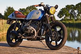 bmw motorcycle cafe racer built on a budget bmw r100rs custom return of the cafe racers