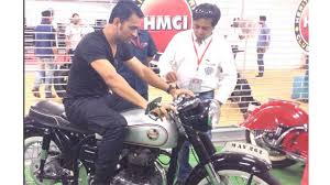 hellcat x132 dhoni ms dhoni bike information