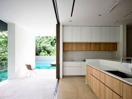 cuisine moderne bois massif maison stores extérieurs bois massif cuisine moderne sol parquet