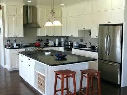 cuisine blanche avec plan de travail noir cuisine noir et bois cuisine blanche avec plan de travail noir aux