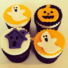 halloween cupcakes with halloween fondant cupcake toppers