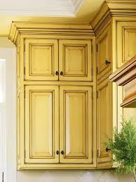 Paint Amp Glaze Kitchen Cabinets by Best 25 Yellow Kitchen Cabinets Ideas On Pinterest Colored