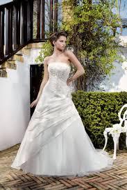 les robes de mariã e location de robe de mariée forme trapèze pour votre mariage