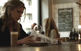 Levitating Light Bulb by Flyte Is A Levitating Light Bulb So Fascinating You Won U0027t Want To