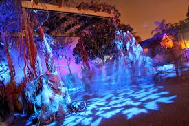 halloween horror nights scare zones ghosts of halloween horror nights 2011 materialize in long