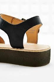 clarks linnet flat sandals in black in black lyst