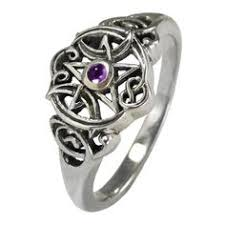 wiccan engagement rings showing your engagement ring some tips the engagement