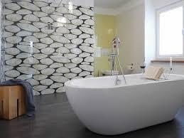 bad freistehende badewanne dusche kleine wohnzimmer geräumiges glas badewannen idee ideen